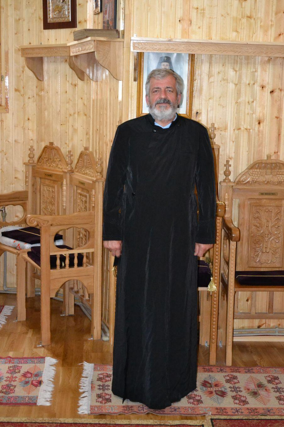 Preotul Holban Mircea Ilie de la Parohia Gura Vaii Vale